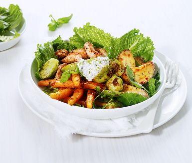 Recept: Ljummen sallad med tomatrostad brysselkål och basilika/limeyoghurt