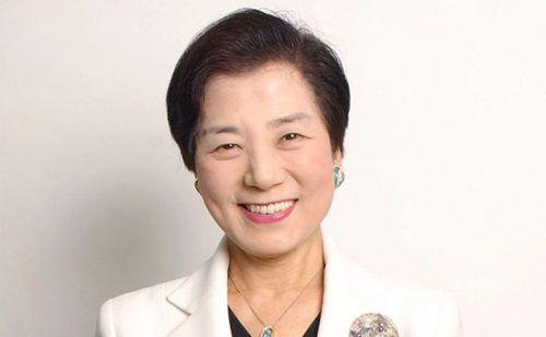 Нарушая закон итрадиции: какЙосико Синохара заработала свой миллиард http://mnogomerie.ru/2017/02/16/naryshaia-zakon-i-tradicii-kak-iosiko-sinohara-zarabotala-svoi-milliard/  Йосико Синохара всю жизнь боролась спредрассудками, работала награни закона иломала каноны традиционалистского японского общества. И в82 года, наконец, стала долларовым миллиардером У Йосико Синохара все некаку всех. Традиционная дляЯпонии роль женщины — хранительницы очага ей неподуше, семейная жизнь…
