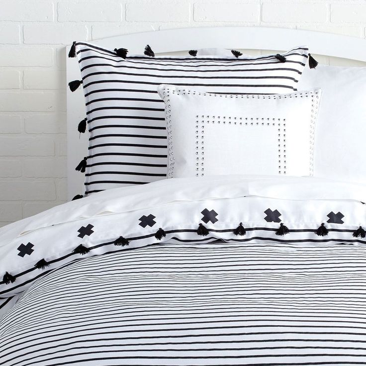Signature Stripe Reversible Duvet Cover and Sham Set With Tassels