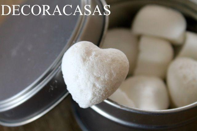 Faça pastilhas com uma mistura de bicarbonato de sódio, vinagre, ácido cítrico e óleos essenciais para higienizar seu vaso sanitário #aDicadoDia