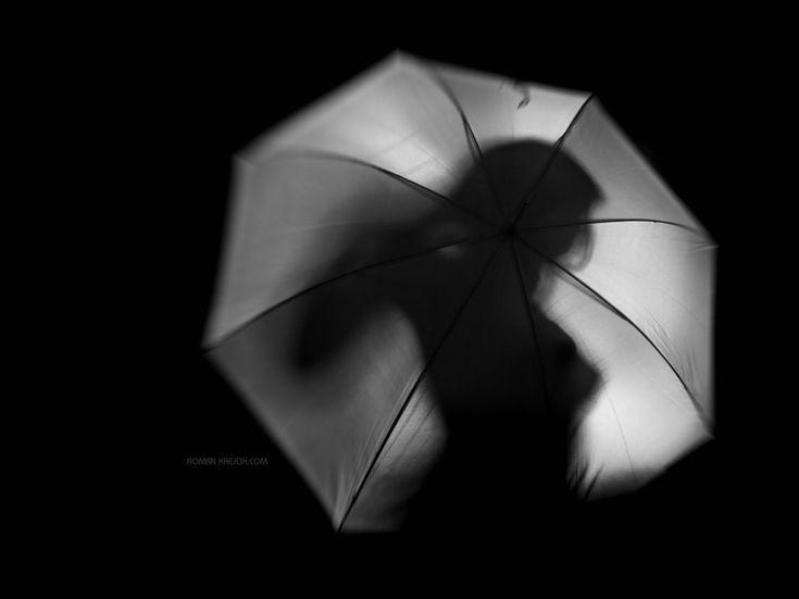 Girl behind Umbrella - null