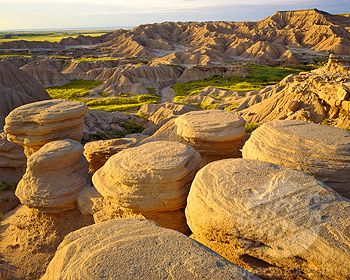 Toadstool Forms in Nebraska Badlands, Toadstool Park, Oglala National Grasslands, Nebraska (1912-1468 / 126-300-0075-s © Tom Till)