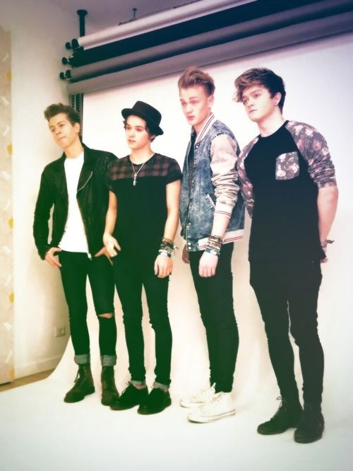 Brad is so short compared to Tristan and James its adorable