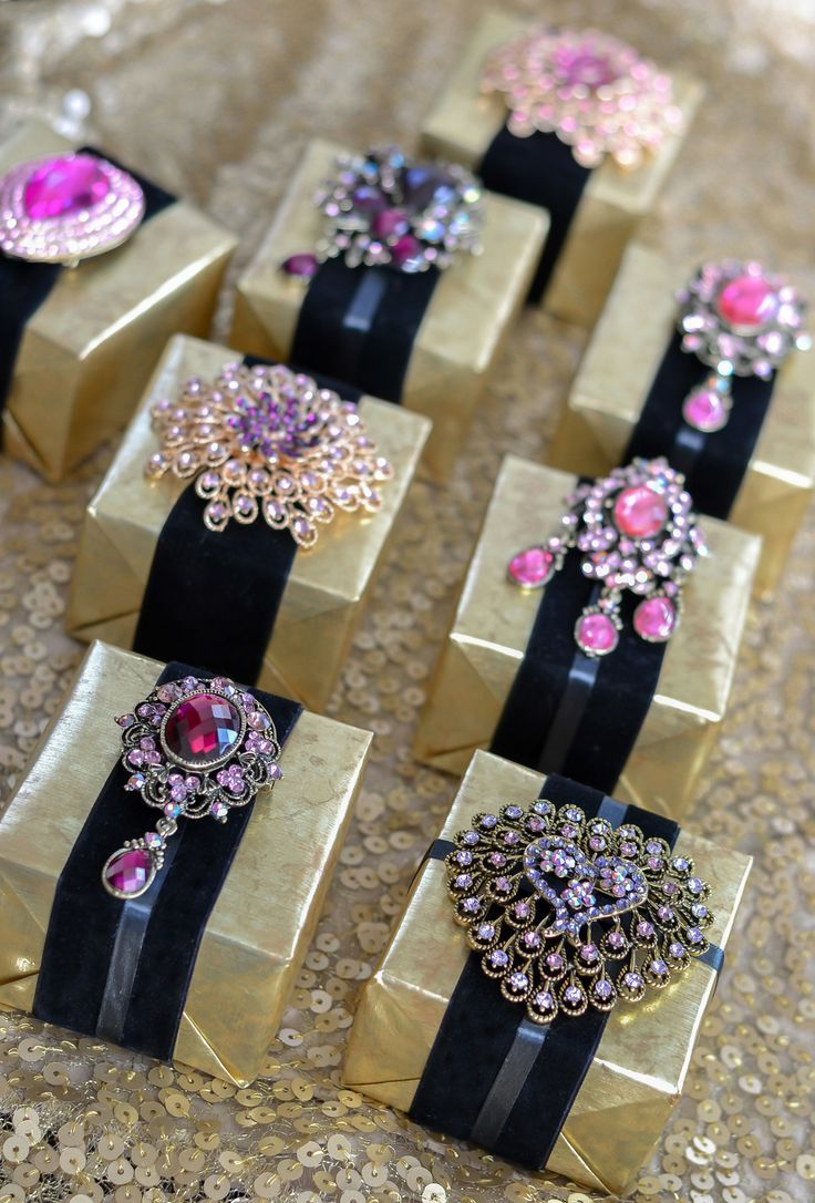 favor Boxes with Vintage Glamour