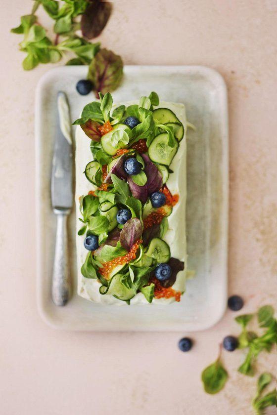 Voileipäkakku on taas juhlapöytien helmi: Parhaat kasvis-, kala- ja lihavaihtoehdot | Ylioppilasjuhlat | HS