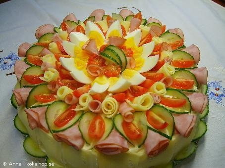 Bridal Shower Fruit & Ham Sandwich Cake. Lovely presentation. Recipe is not in english, but this is beautiful idea.