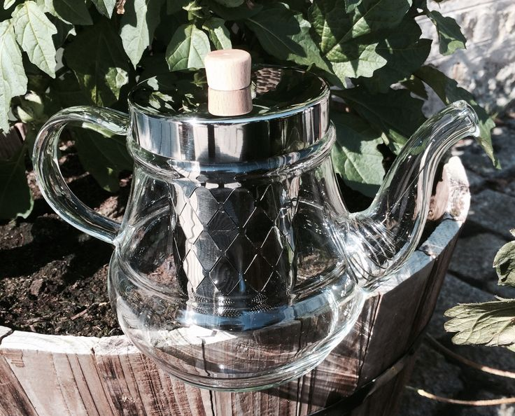 Enjoy your favourite loose leaf tea in this stunning 700ml glass teapot with stainless steel infuser and coil filter ‪#‎tea‬ ‪#‎looseleaf‬