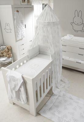 Nijntje #muursticker. Schattig voor in de #babykamer   Nijntje wall sticker. Cute for the #nursery!
