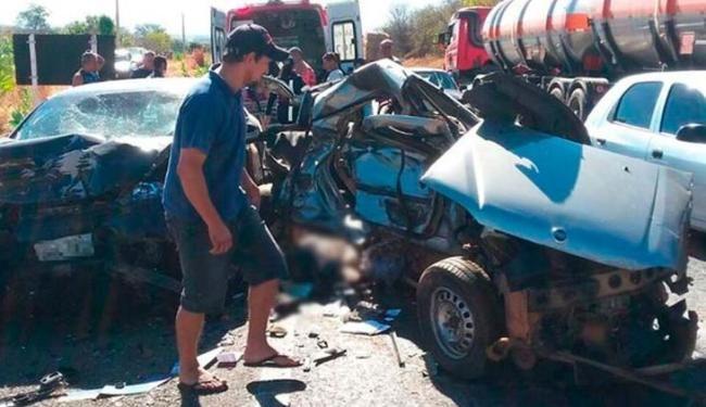 Veículos envolvidos no acidente ficaram destruídos - Foto: Jadiel Luiz | Blog do Sigi Vilares