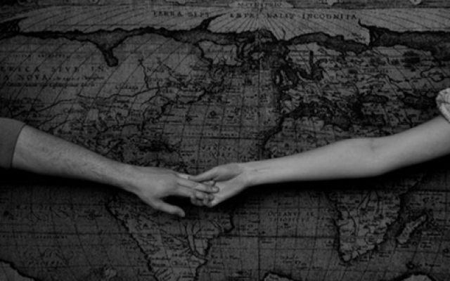 L'amore a distanza ai tempi di internet L'amore e la distanza sono un connubio difficile, ma è davvero ancora una chimera ai tempi di internet? Il web e i suoi strumenti ci vengono incontro oggi per aiutarci a gestire una relazione distant #amore #distanza #internet #relazione