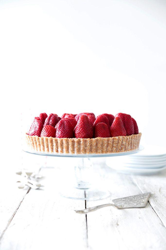 Raw Strawberry Tart with White Chocolate Cream | Foodlicious: Desserts