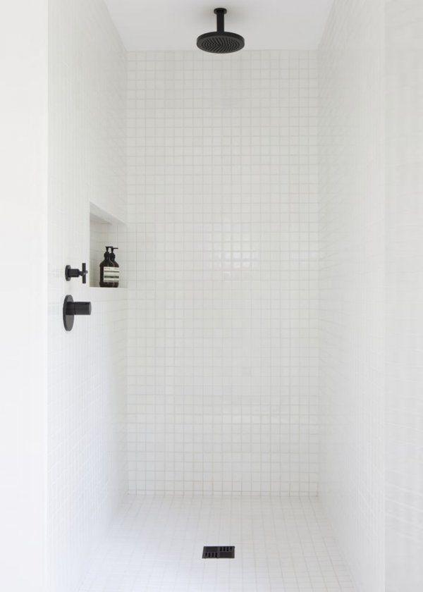 Open shower/ Italian Shower/ Design shower /White shower with aesop products / Douche italienne : tous les styles de douche ouverte - Marie Claire Maison