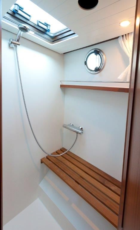 Classic Sturdy 46 AC interior