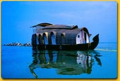 The Houseboat provides all comforts - Beds, a kitchen, western toilets and an upper deck. Traditional lanterns are used as lights. The cuisine is of traditional Kerala flavour along with the local Specialities - delicious fish and prawns.