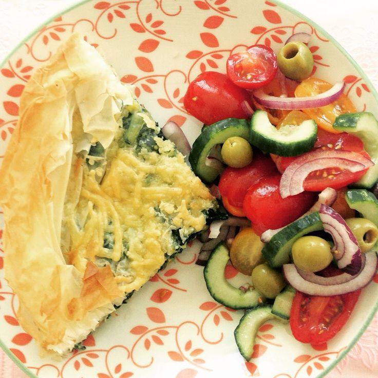 Spanakopita! Een heerlijk budgetrecept op: https://kookeetdeel.wordpress.com/2015/05/13/griekse-spinazietaart-of-spanakopita/ #budget #vega #cooking # recipe #food