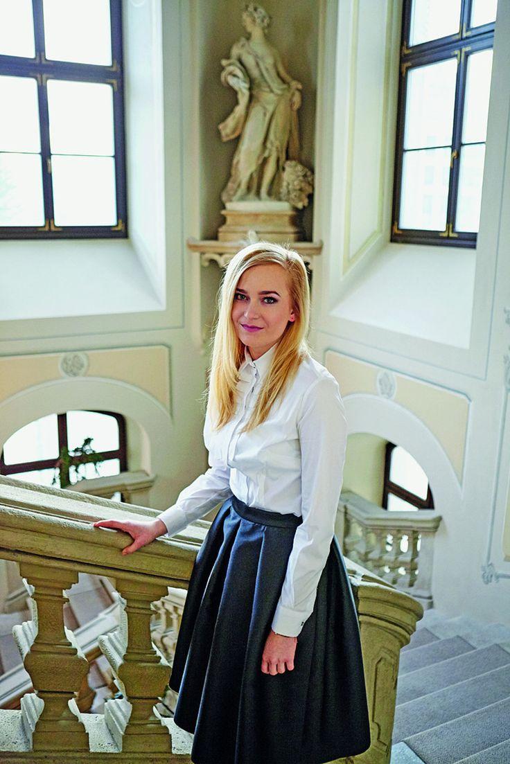 Vladimíra Ledecká: Korupcia je na Slovensku stále živá Je najmladšou členkou úzkeho prezidentského tímu, kde zodpovedá za regionálnu politiku a aktivity spojené s podnikateľským prostredím.
