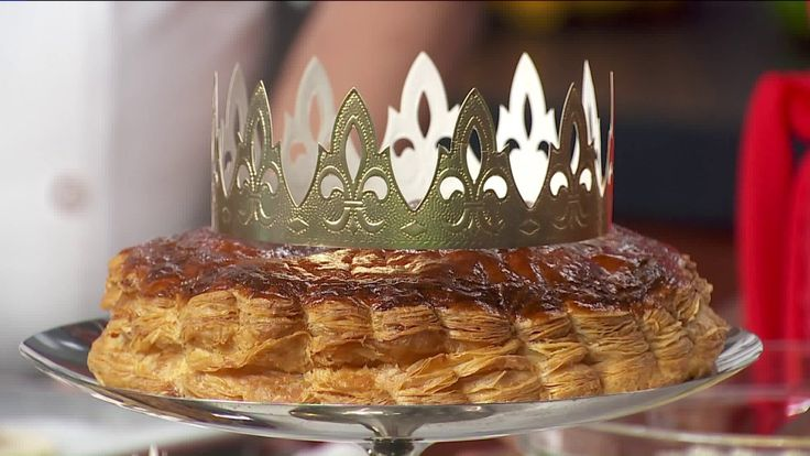 CHICAGO -- Stacy Waldrop, vice-president of Vanille Patisserie, joined WGN with his recipe for Galette des Rois.  Galette des Rois  Ingredients:  2 puff pastry  60 g soft butter  1 egg  60 g sugar  60 g almond powder  1 yellow egg yolk  Heavy cream  1 feve  Almond Cream:  1. Cream the butter and the sugar together