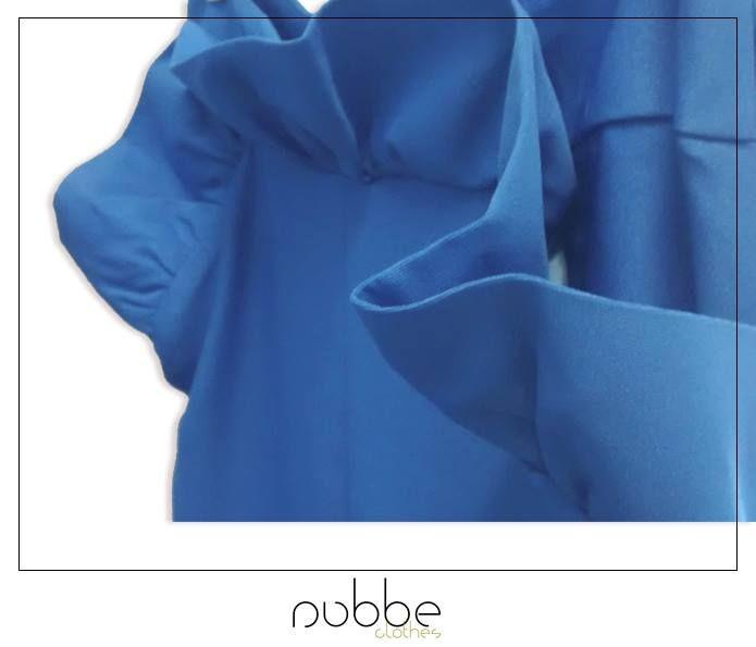 Los pequeños #detalles son los que marcan la diferencia. Este volante es el protagonista de este pantalón azul de nuestra colección #SS2015. ¡Feliz fin de semana!