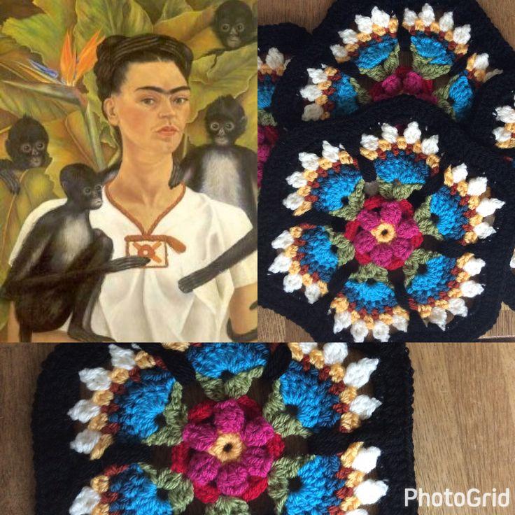 """En we zijn even tussendoor op de Mexicaanse toer. De ontwerpster van oa dit motief """" Paradise-flower""""  heeft zich laten inspireren door de schilderes Frida Kahlo (die ik ook erg bewonder). Bijgaand het schilderij :""""Self portrait with monkeys and Paradise-flower"""""""
