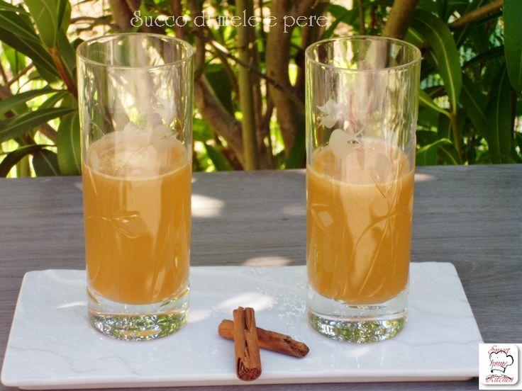 Il succo di mele pere e cannella è un succo che ha il sapore di un crumble alla frutta è fresco e ha un effetto positivo sul sistema digestivo.