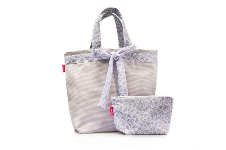 Saco de Praia Sweet  Dimensões: Largura 53 cm x Altura 40 cm  As alças do saco são personalizáveis em dois tamanhos...Alça de mão e ombro.
