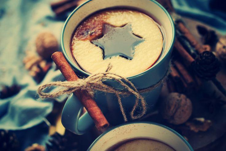 Wenn es draußen schneit und die Natur überfriert, gibt es doch nichts wohltuenderes als einen warmen Punsch. Mit der passenden Wärmewäsche ist der Wohlfühlfaktor perfekt. Erhältlich bei: http://www.samedo.de/wellness/waerme-kaelte/waermewaesche/