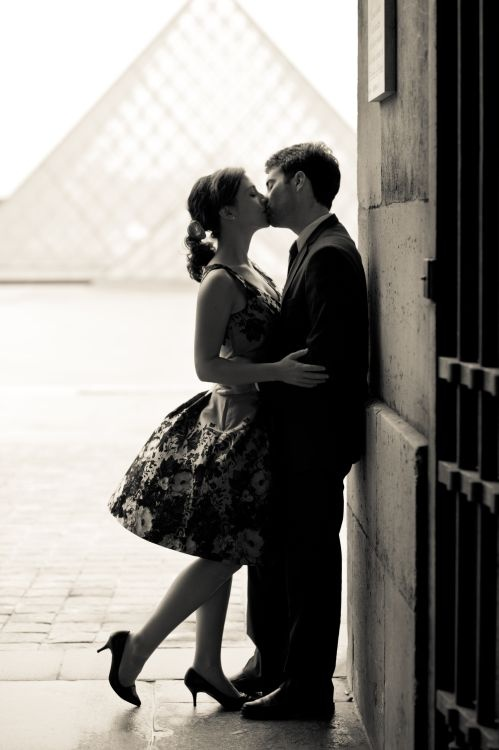 I like her dress a lot. I wish I was a bigger fan of the glass pyramids in front of the louvre... I just dont like them at all.    engagement session in Paris by Juliane Berry Photography