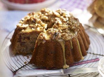 Prăjitură de banane și curmale glazurată cu miere și nuci Un desert cu textură pufoasă și siropoasă, care se potrivește atât la brunch, cât și ceaiului de la ora cinci. Reţete cu nuci, Rețete de tarte și prăjituri, Reţete cu banane, Reţete cu curmale, Zi de nastere, Reţete cu scorţişoară, Reţete cu fructe, Rețete pentru brunch, Britanica, Pentru familie, Vegetariana, Reţete de deserturi, paste, petrecere
