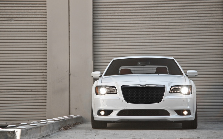 2013 Chrysler 300 SRT8 First Test - Motor Trend