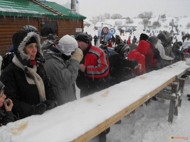 Photo : Dégustation de tire d'erable au carnaval de Québec