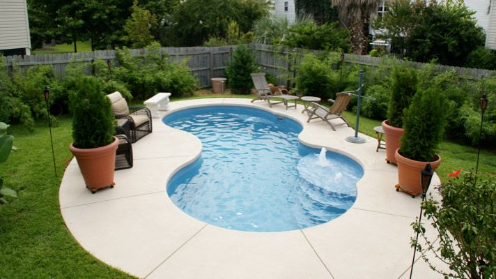 Small kidney shaped inground pool designs for small spaces for Pool design with hot tub
