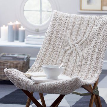 Housse de fauteuil tricotée en mailles irlandaises