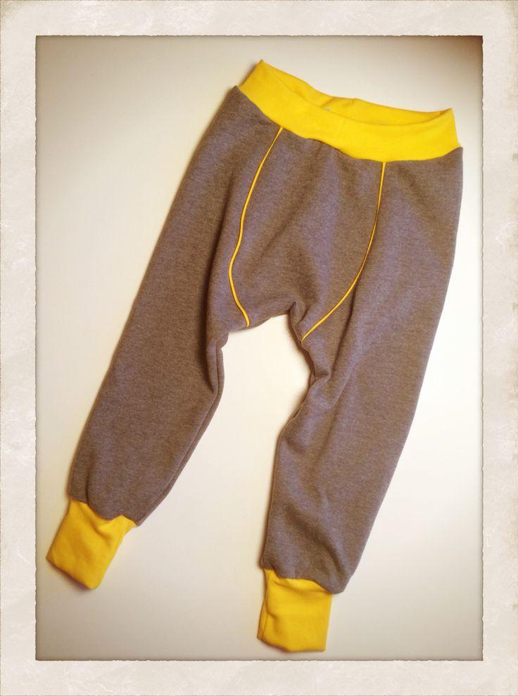 Lidt baggy-buks-agtig! Mønsteret er eget design!! Stolt når det virker... Endnu et par bukser til min langbenede trutte -  Handmade by LS www.lisbeth-s.dk