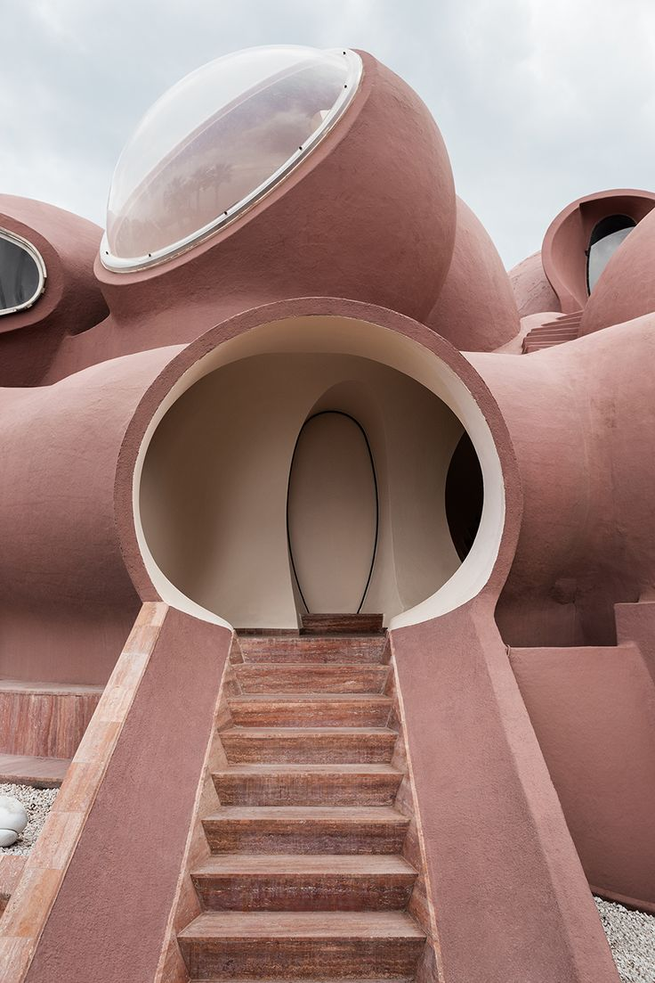 Modeskaparen Pierre Cardins rosabubbliga drömpalats