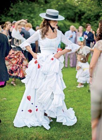 A 10 legcsodálatosabb menyasszonyi ruha, amiről kislányként álmodtunk http://www.nlcafe.hu/eletmod/cikk/menyasszonyi-ruha-eskuvo_166000/