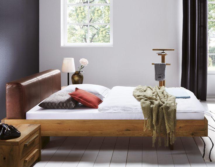 Bett aus Wildeiche mit rustikalem Leder-Kopfteil - 1690€