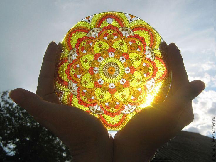 """Купить """"Солнышко в ладонях """" Ловец солнца (роспись по стеклу) - украшение интерьера, эксклюзивный подарок"""