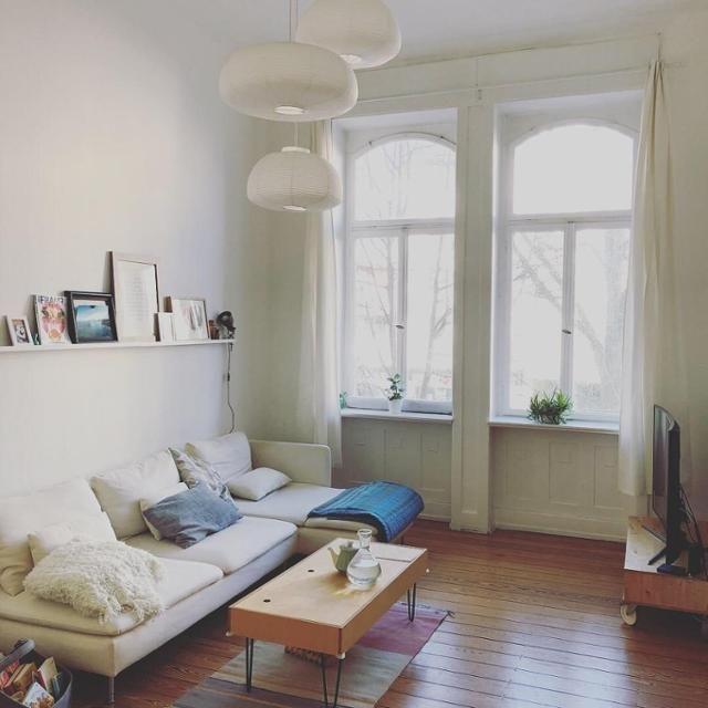 Wohnzimmer Im Altbau Mit IKEA Sofa. Entdecke Noch Mehr Altbauträume Auf  COUCHstyle! #