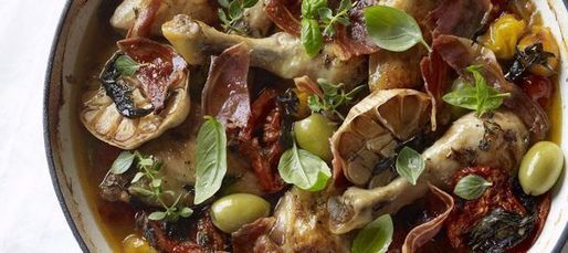 Poulet aux olives, à la pancetta et aux tomates