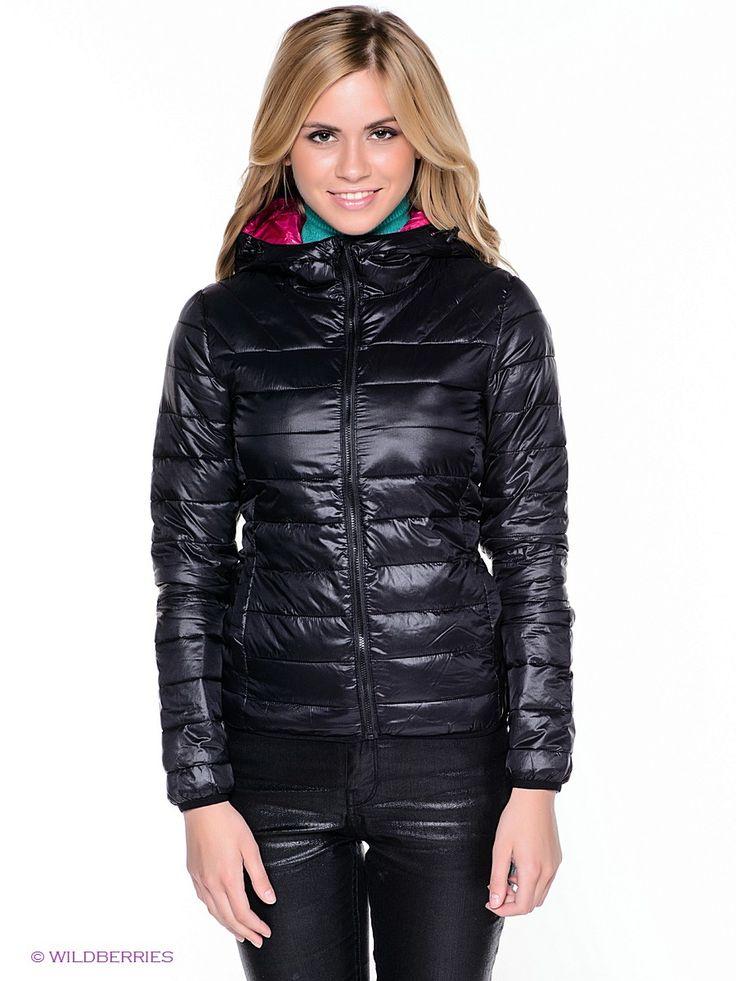 Модная куртка прямого комфортного кроя. Модель с застежкой на молнию выполнена из качественного материала универсального цвета. Идеальный вариант для создания образа современной женщины в стиле casual. Подкладка: 100% полиэфир.