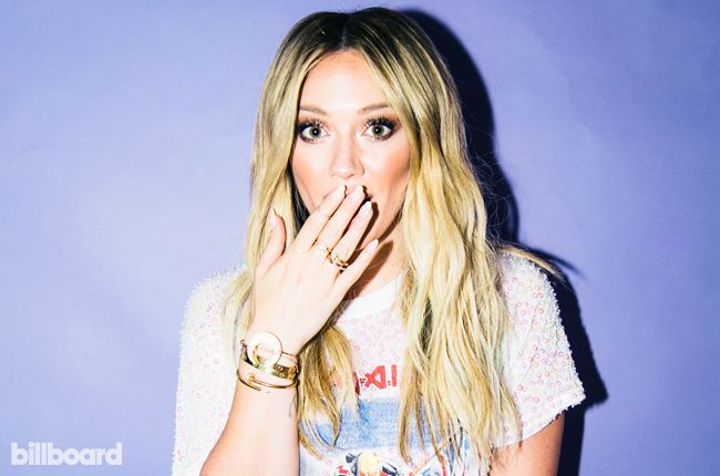 Hilary Duff Gives Tinder Update in Video Q&A: 'I'm Not Currently Swiping' | Billboard