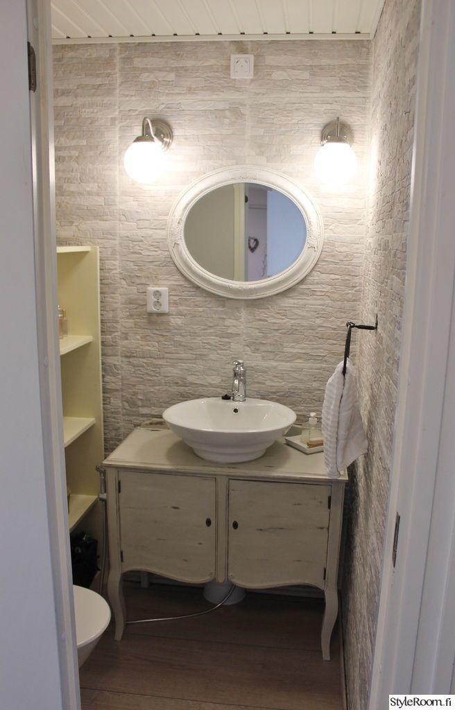 allaskaappi,vanha senkki,kiviseinä,romanttinen,kylpyhuone,kylpyhuoneen sisustus,kylpyhuonekaluste,shabby chic,ennen/jälkeen,jälkeen