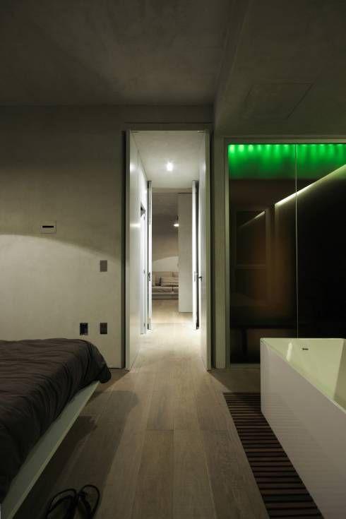 Loft a Milano: Camera da letto in stile in stile Minimalista di Arturo Montanelli ar.de.a. s.r.l.