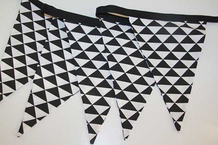 Vlaggenlijn zwart-wit driehoekjes 20 vlaggen (groot)
