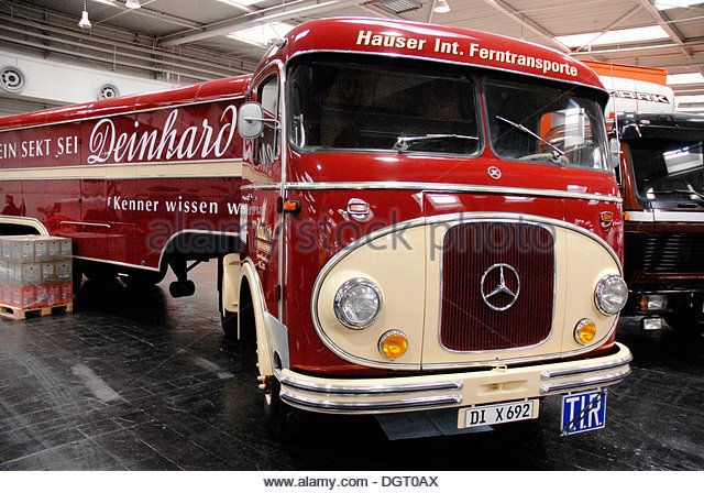 Mercedes Benz Oldtimer truck with Deinhard trailer, Nutzfahrzeug IAA commercial vehicle show, Hannover, Lower Saxony - Stock Image