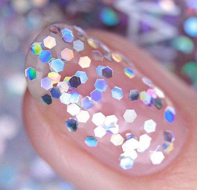 This glitter nail look is just the thing to brighten up a dull day! ✨ 📷: @nailsinc