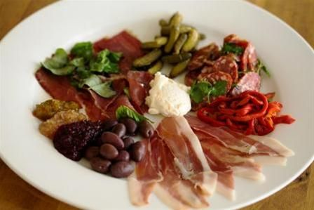 The Barossa Festive Pack on Farmhouse Direct. Saskia Beer's vibrant range of condiments matched with The Black Pig free range heritage breed cured salumi are the perfect partners. Add some olives, cheese and you have a delicious festive platter.