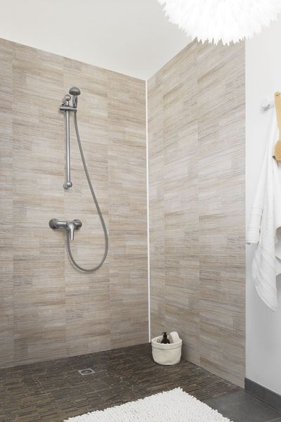 17 meilleures id es propos de lambris pvc sur pinterest lambris pvc blanc lambris pvc. Black Bedroom Furniture Sets. Home Design Ideas