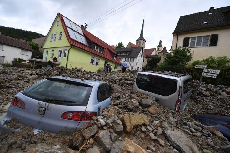 Schwere Unwetter haben am Wochenende in Deutschland mehrere Todesopfer gefordert und Millionenschäden angerichtet.
