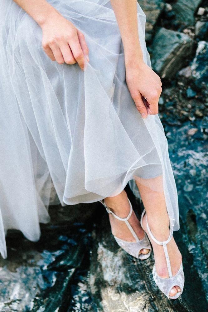 Brautschuh in Silber Grau mit Glitzer - Olivia in 2018   Minimalistische  Hochzeit, puristisch schlichte Dekoration für die Hochzeit   Pinterest    Wedding ... aac0f9b143